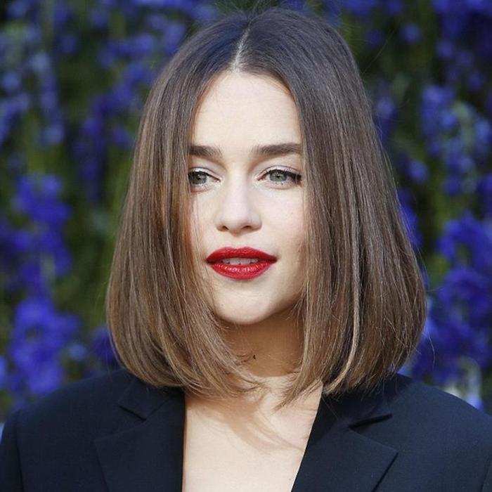 Мать Драконов актриса Эмилия Кларк приехала в Париж
